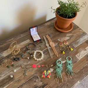 Jewelry - Huge jewelry lot!